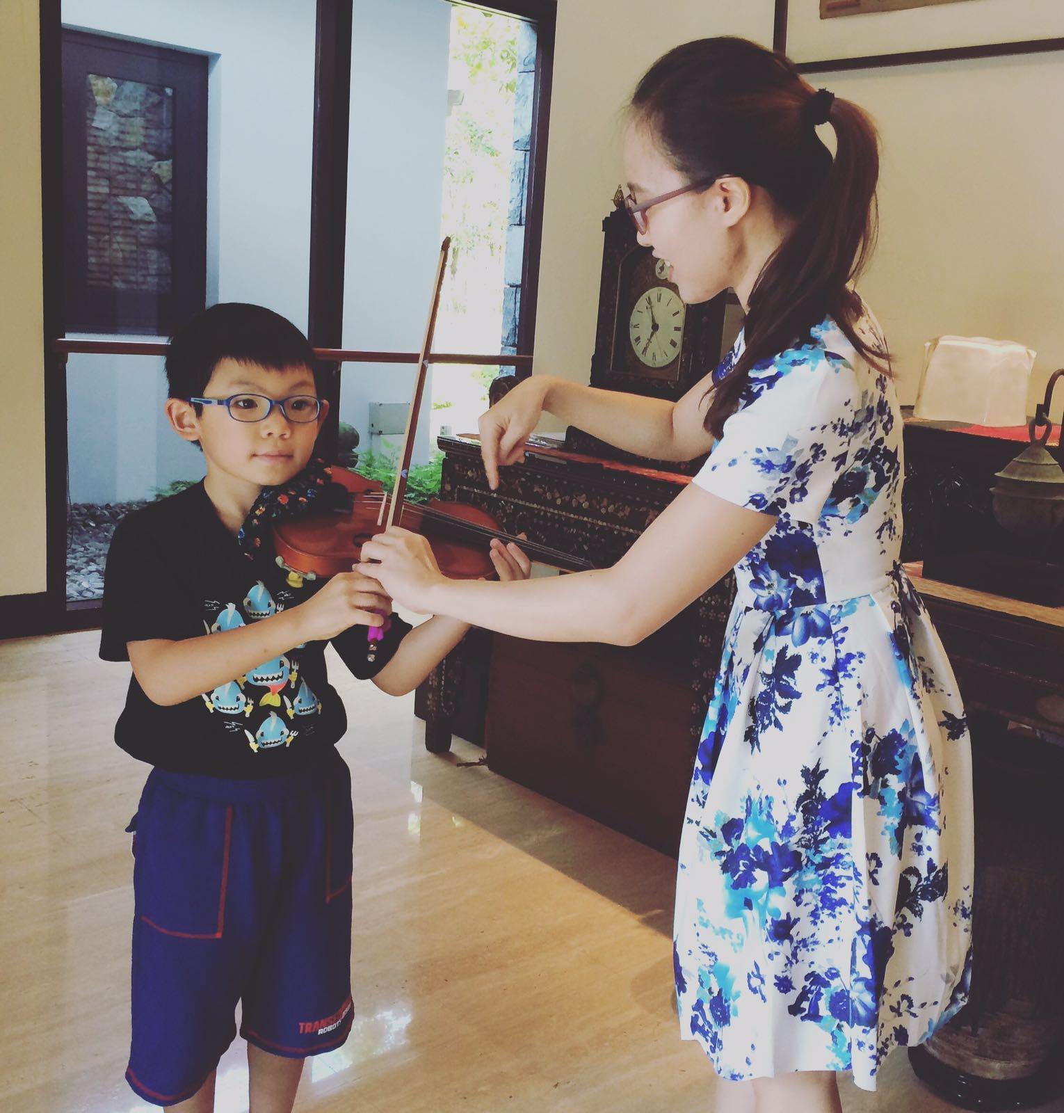 Kids Violin Teacher Singapore