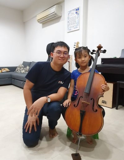 kids trying on cello